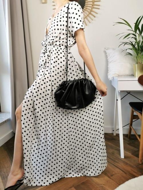 biała w groszki sukienka długa