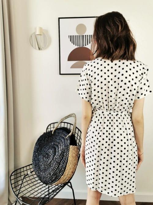 sukienka mini biała w czarne groszk