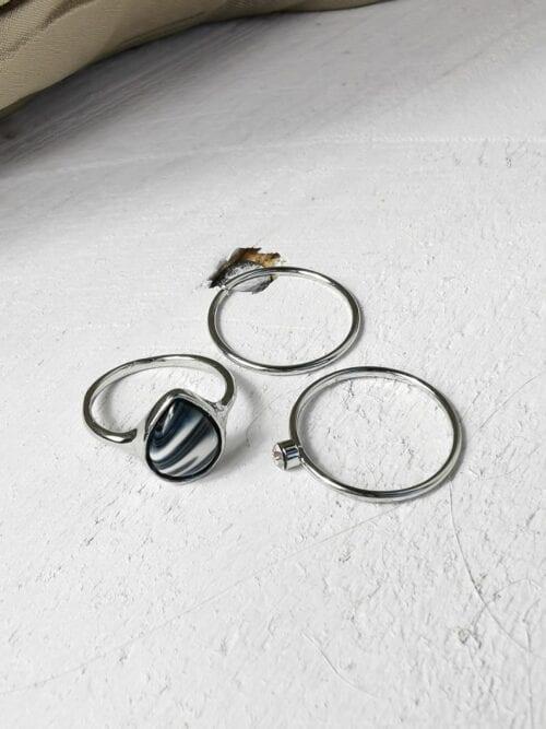 pierścionek srebrny z czarnym oczkiem