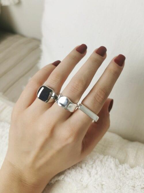srebrny minimalistyczny sygnet damski