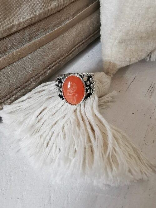 srebrny sygnet z koralowym oczkiem damski