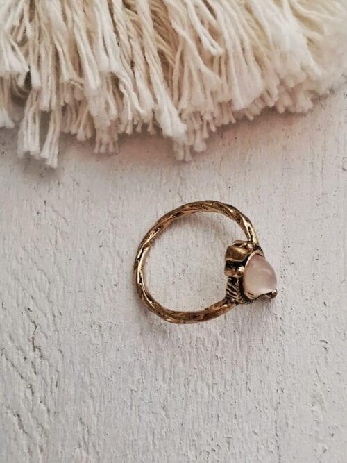 pierścionek stare złoto z różowym oczkiem