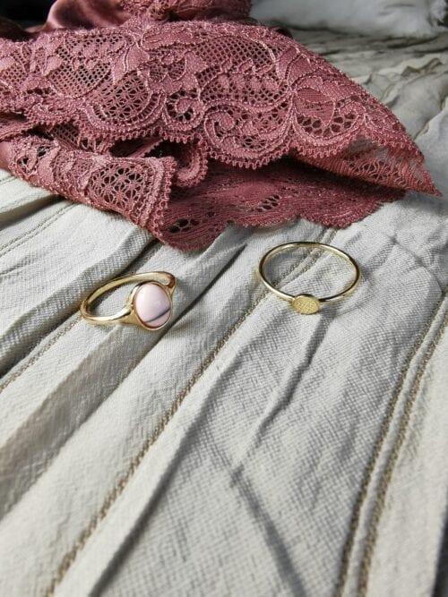 pierścionek złoty z różowym oczkiem