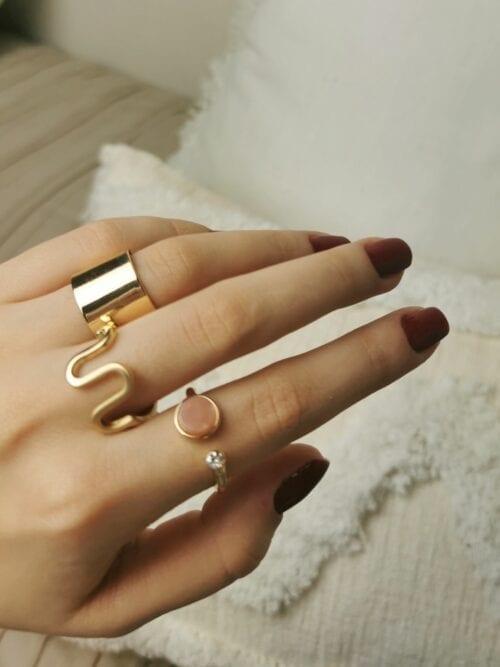 pierścionek z różowym oczkiem