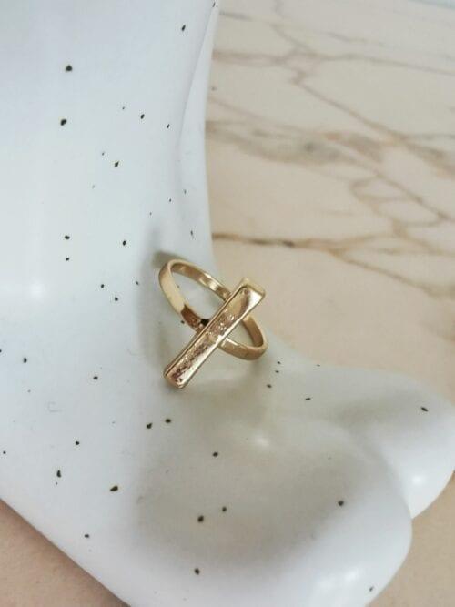 złoty pierścionek patyczek