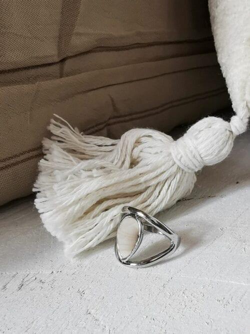 pierścionek srebrny z perłowym oczkiem
