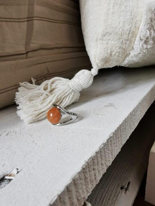 pierścionek z rudym oczkiem srebrny