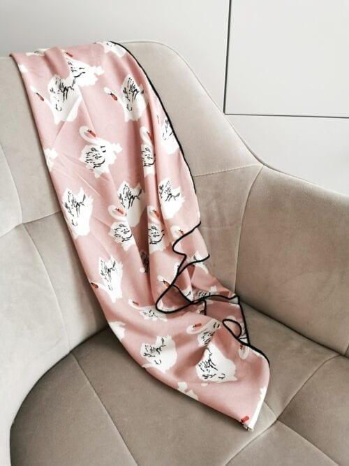 apaszka różowa w łabędzie