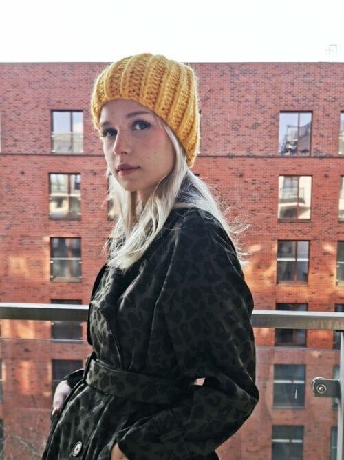 żółta czapka na zimę z alpaki