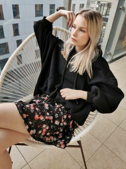 mini spódniczka czarna w kwiatuszki