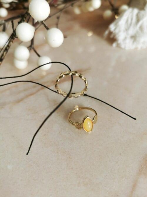 złoty pierścionek z żółtym oczkiem