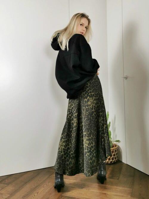 zielona długa spódnica w panterkę