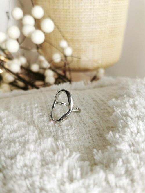 srebrny pierścionek geometryczny