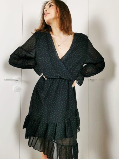 sukienka czarna w zielone groszki krótka z falbanką