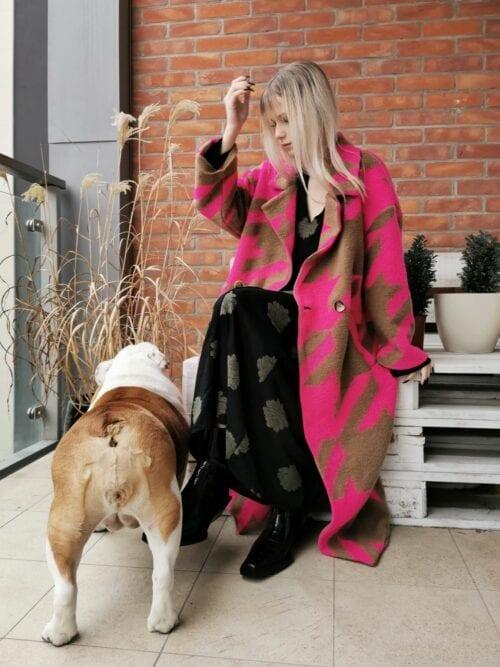 włoski płaszcz różowy długi
