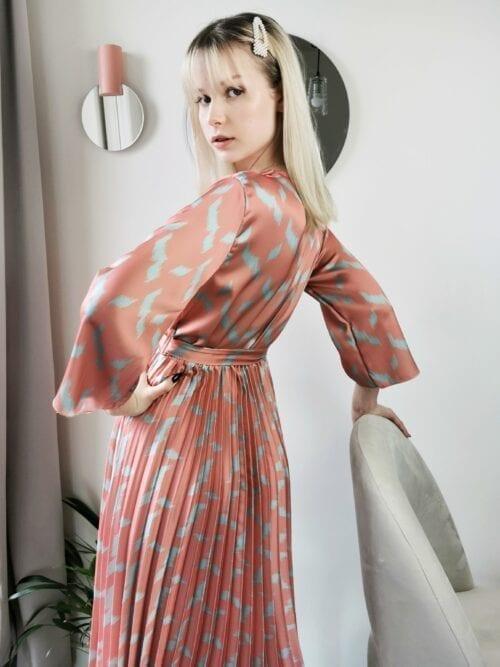 klasyczna plisowana włoska sukienka