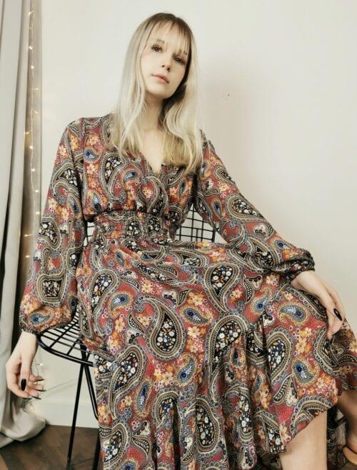 sukienka asymetryczna ze srebrną nitką