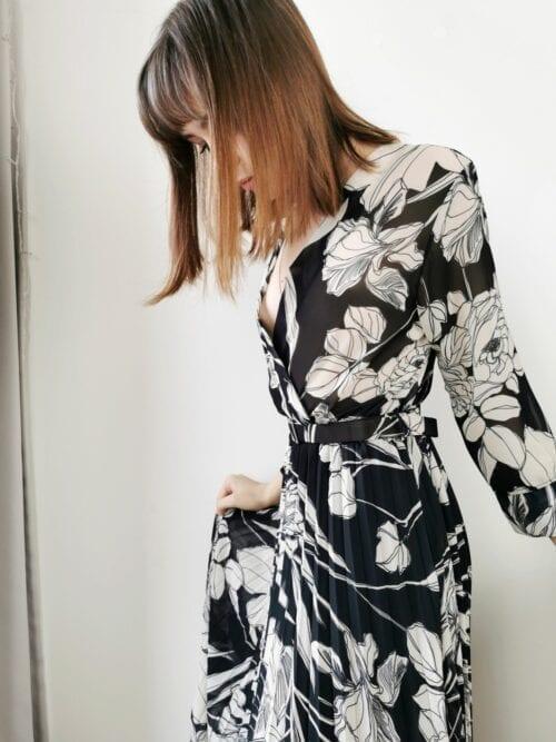 sukienka klasyczna w czarne kwiaty plisowana włoska