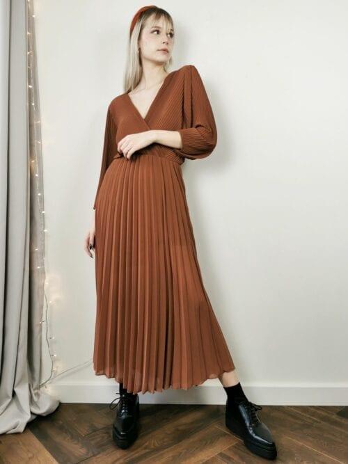 sukienka plisowana karmelowa