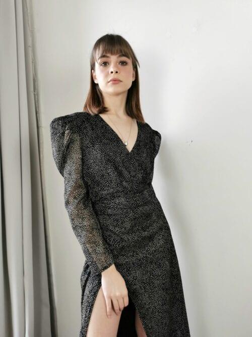 sukienka maxi w rozcięciem i bufkami klasyczna