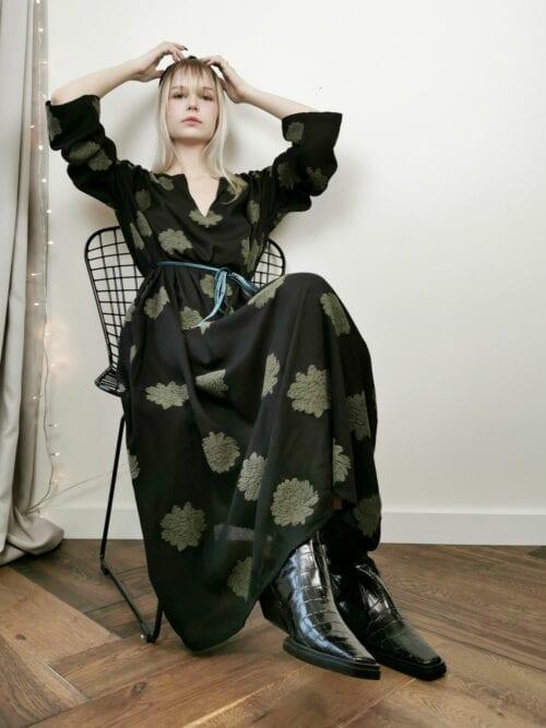 sukienka długa czarna w kwiaty lniana