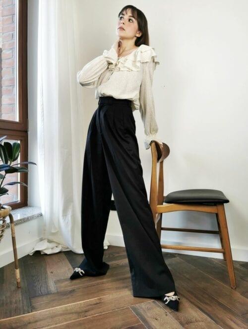 bluzka zwiewna kremowa z ozdobnymi guzikami