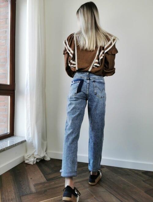 Spodnie jeansowe mom fit z kieszonką