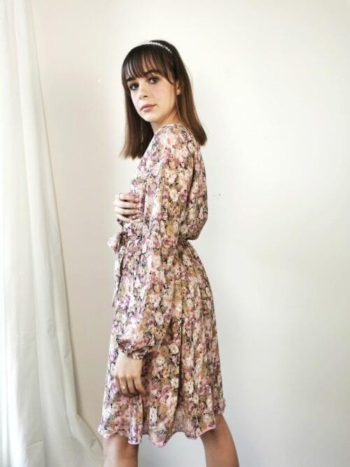 kopertowa sukienka w romantycznym stylu