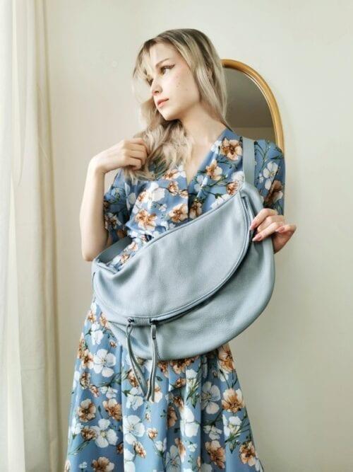 sukienka kopertowa w malowane kwiaty baby blue