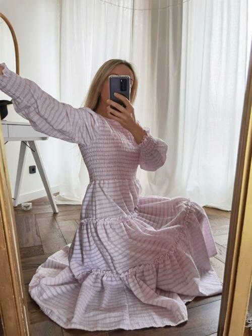 sukienka w różową kratkę