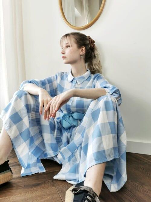 sukienka maxi w niebieską kratkę