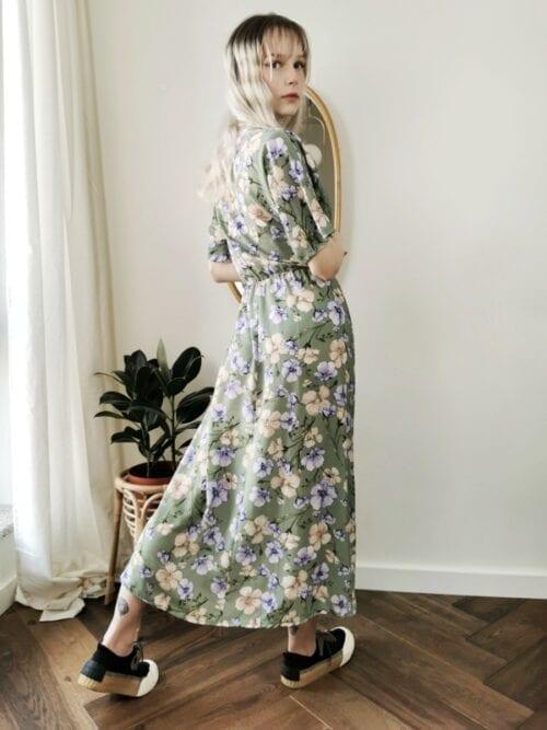 groszkowa sukienka kopertowa w kwiaty