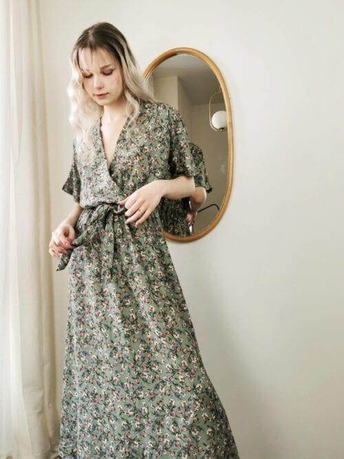 sukienka kopertowa w drobne kwiatuszki zielona