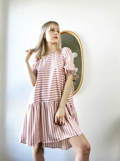 sukienka w paseczki różowe