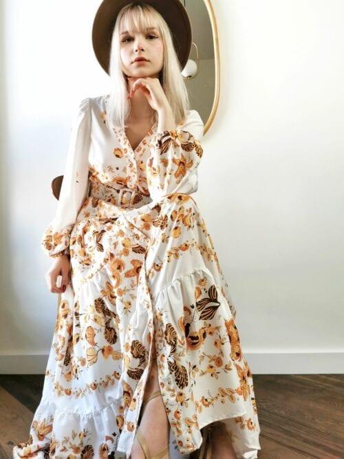 sukienka wizytowa maxi we wzory biała