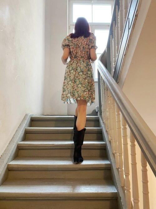 sukienka mini zwiewna turkusowa w kwiatuszki