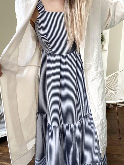 sukienka długa bez pleców w granatowe paseczki