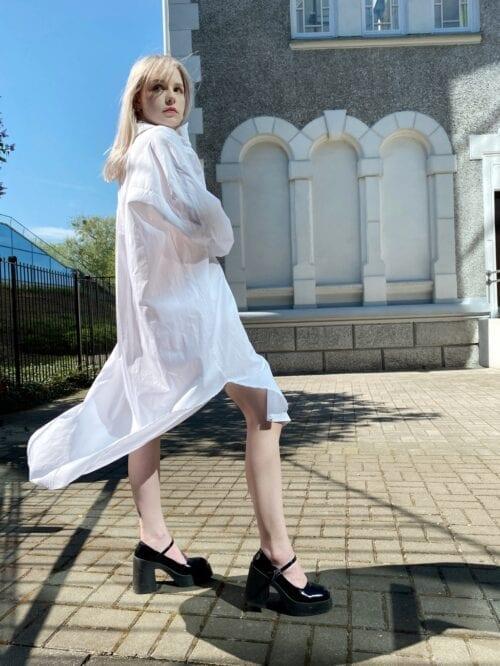 koszulowa sukienka biała długa