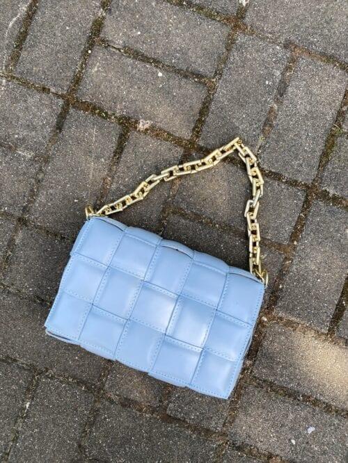 torba skórzana błękitna na łańcuchu