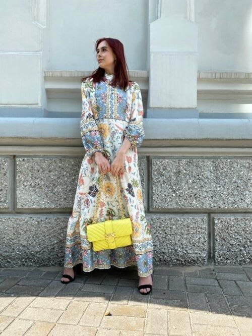 sukienka maxi w orientalnym stylu w kwiaty