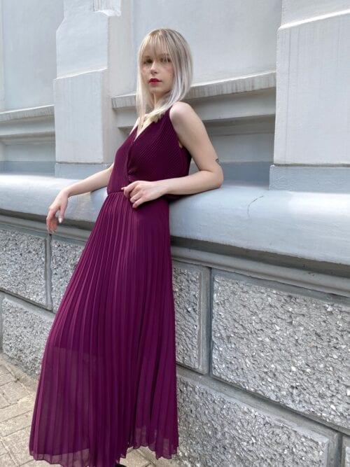sukienka koktajlowa śliwkowa plisowana