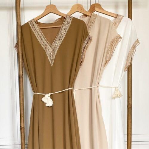 sukienka maxi biała szyfonowa wiązana w pasie
