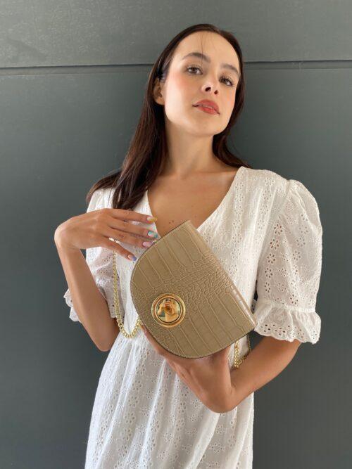 mini torebka skórzana bezowa na złotym pasku