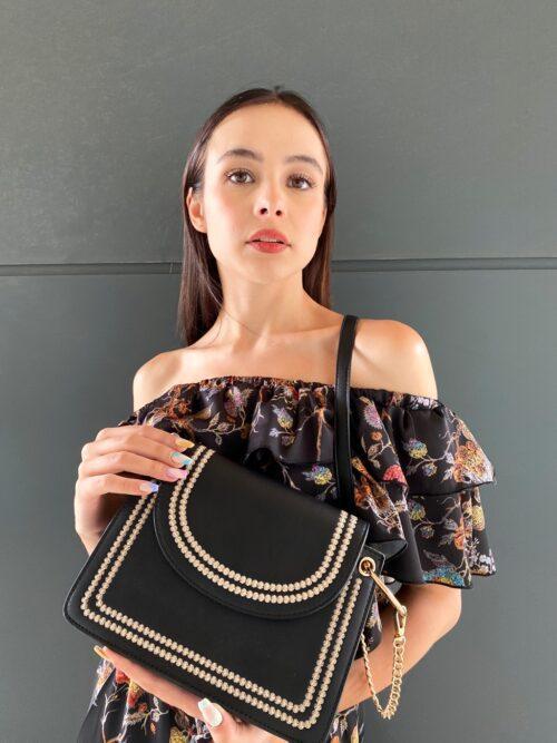 torebka mała czarna na długim pasku z haftem