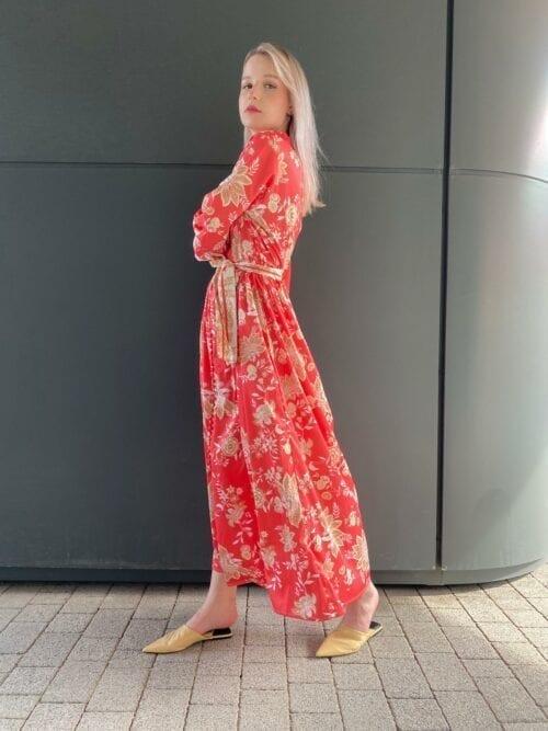 sukienka w orientalnym stylu maxi koralowa w japońskie kwiaty