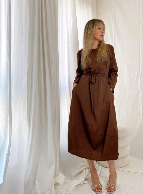 sukienka bawełniana z paskiem brązowa
