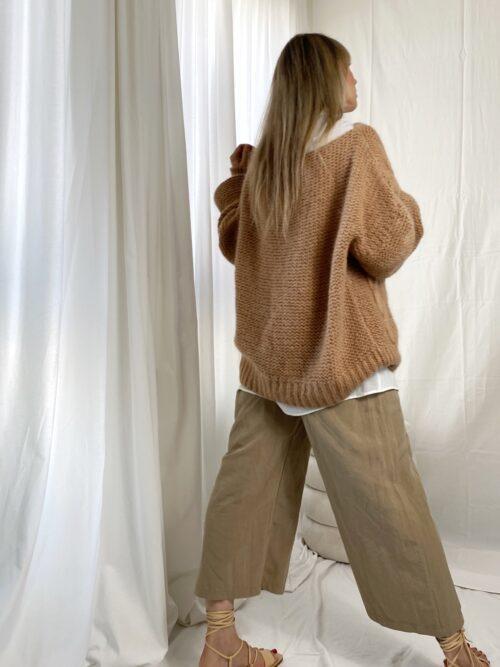 sweter gruby warkocz beżowy na zimę
