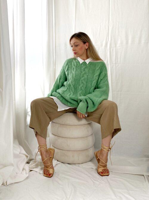 sweter wełniany zielony z warkoczowym splotem gruby na zimę