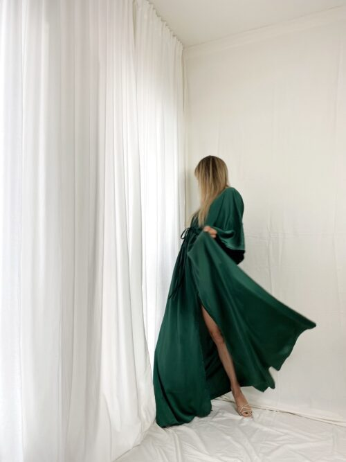 sukienka maxi satynowa butelkowa zieleń na wesele