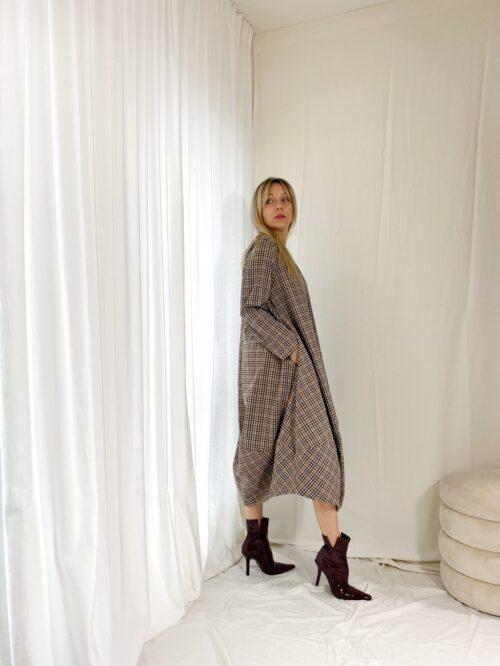 sukienka w kratkę za kolano wendy trendy na jesień w kratkę
